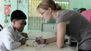 volunteer-teaching-in-cambodia